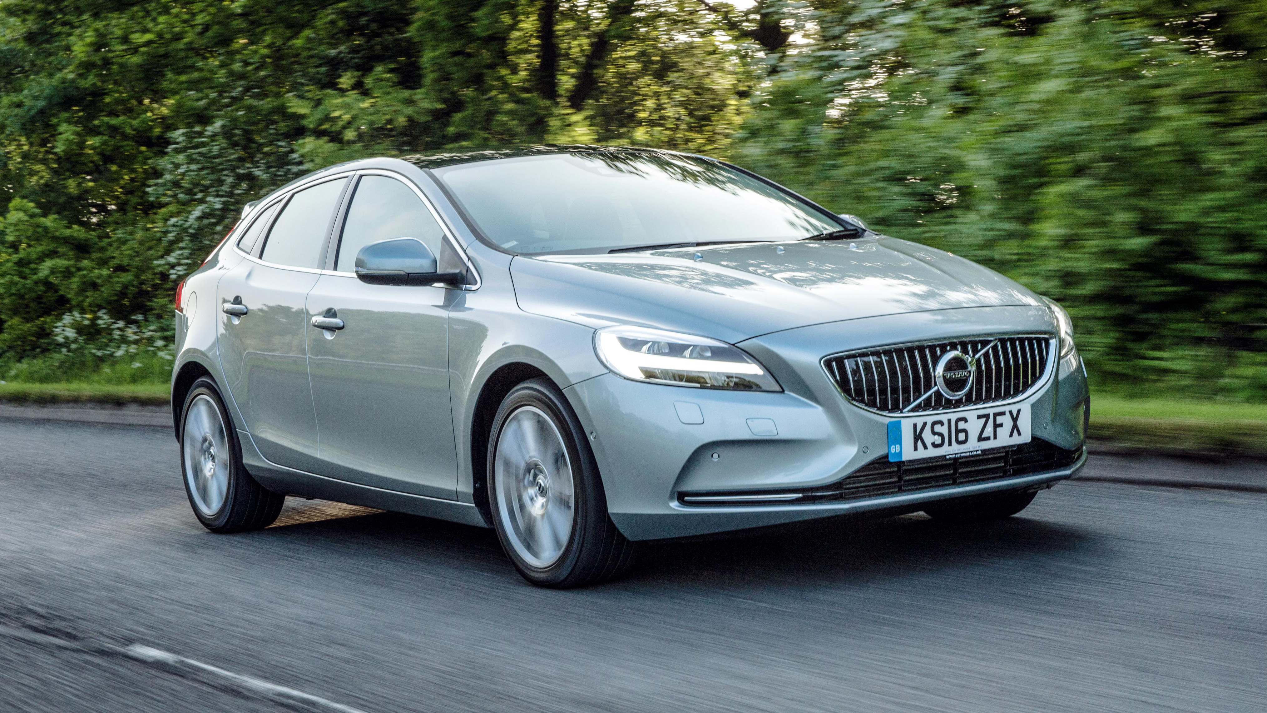 volvo v40 review and buying guide best deals and prices. Black Bedroom Furniture Sets. Home Design Ideas