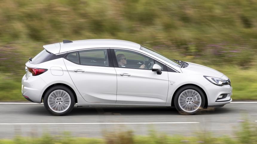 Vauxhall Astra dimensions  BuyaCar
