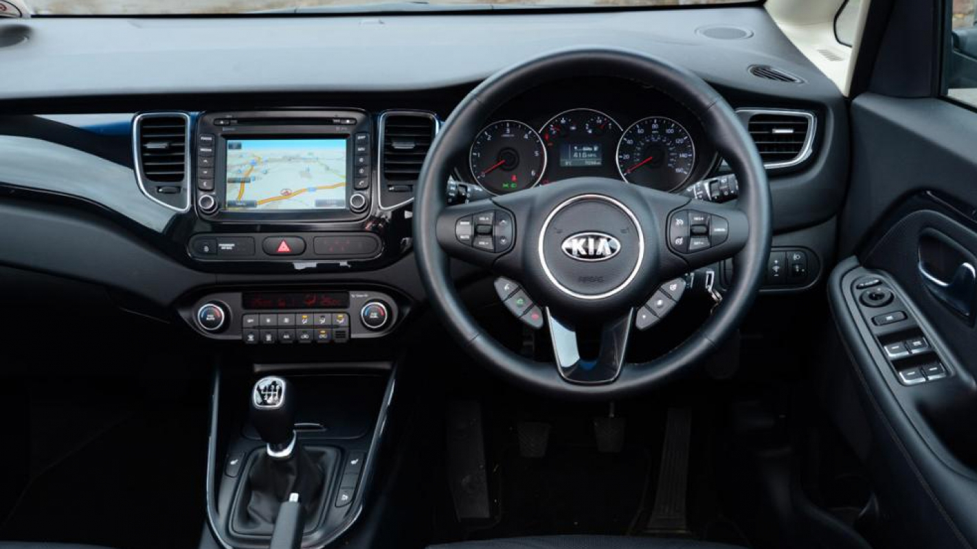 Auto Express Kia >> KIA Carens Review and Buying Guide: Best Deals and Prices ...