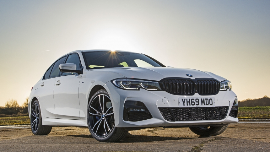 New Bmw 330e Plug In Hybrid Four Wheel Drive And Estate Versions Available Buyacar