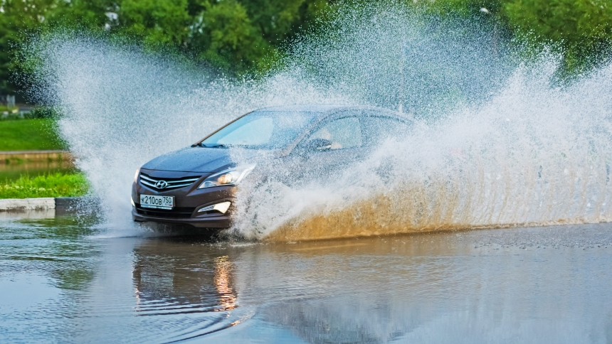 How to drive through flood water | BuyaCar