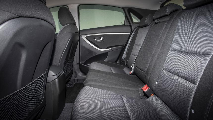 Hyundai i30 width