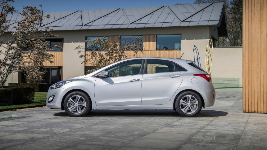 Slim Car Seats >> Hyundai i30 dimensions | BuyaCar
