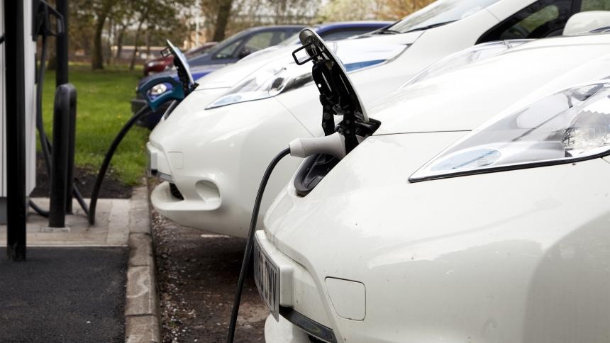 Guide to charging an electric car | BuyaCar
